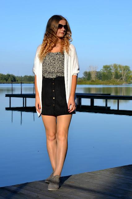 Zamszowa spódniczka z guzikami w letniej stylizacji z kardiganem. ♥