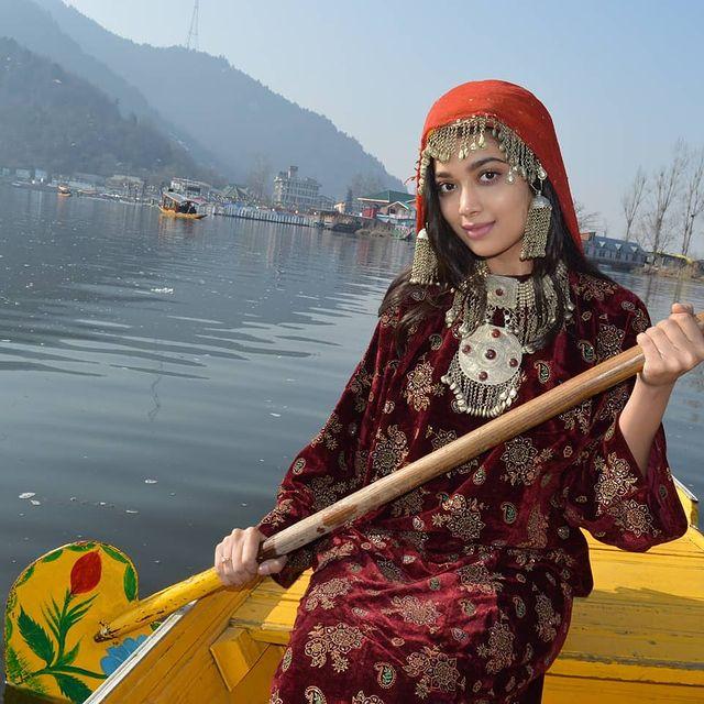 Digangana Suryavanshi Hot Pics, Bio, Wiki, HD Images, Serials, Movies