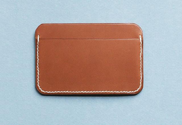 Idée cadeau Homme - Porte-cartes Laperruque - Blog beauté Les Mousquetettes