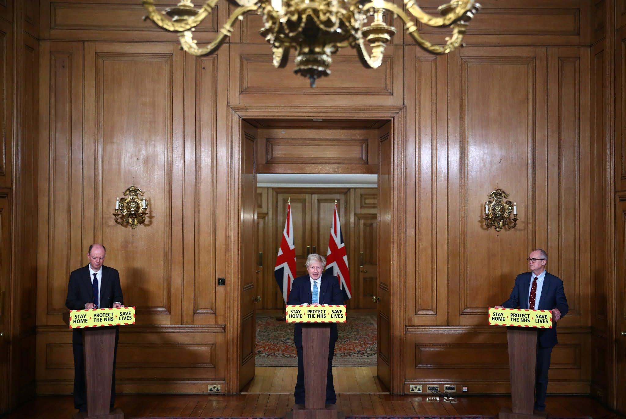 """Boris Johnson: """"Parece haber algunos indicios de que la variante de COVID-19 identificada en Inglaterra está asociada a una mayor mortalidad"""""""