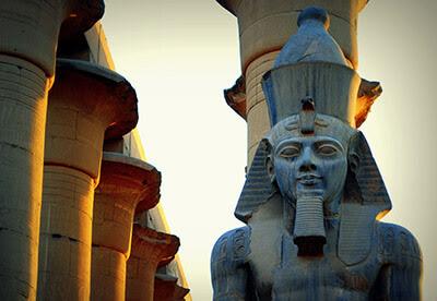 الفرعون رمسيس الثاني.