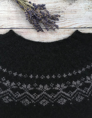 Yoke of pullover knitted in Rosewood pattern