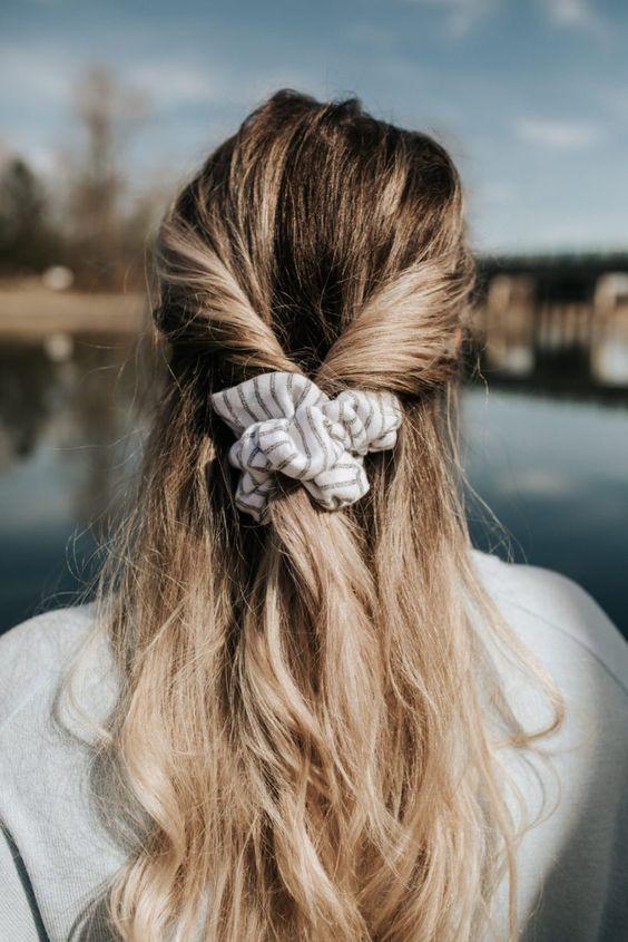 #whisperbysara #streetstyleblog #streetstyle #neginmirsalehi #penteados #penteado #scrunchie #scrunchies #ponytail #halfpony #rabodecavalo #meiopreso #updo #updos