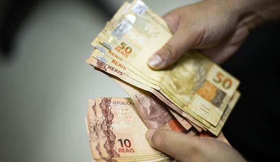 Salário mínimo em 2020 será menor do que o previsto e ficará em R$1.030