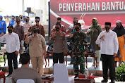 Kapolri dan Panglima TNI Bagikan 2000 Paket Sembako Untuk Masyarakat Pesisir di Mauk