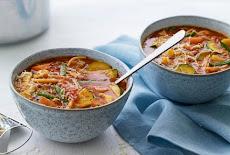 شوربة خضار متعددة المكونات بقيمتها الغذائية العالية Versatile vegetable soup