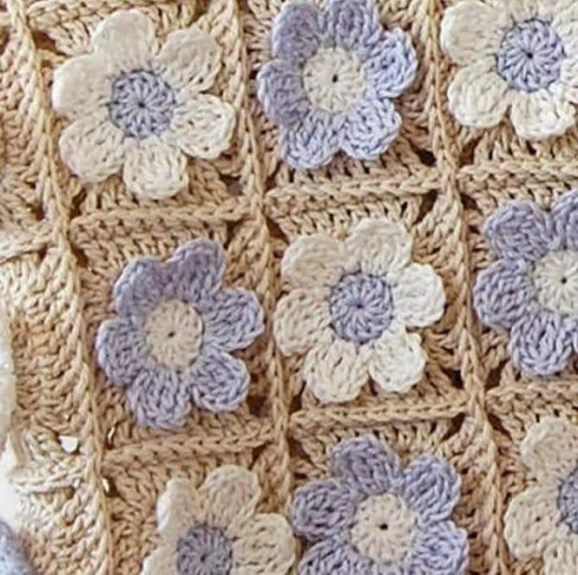 Цветок на бабушкином квадрате. Элемент крючком