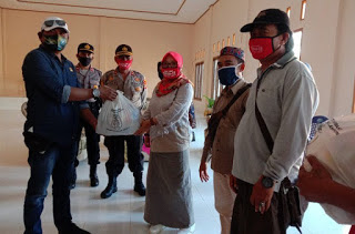 DPRD Lampung Salurkan Ratusan Paket Sembako Untuk Korban Banjir Lampung Timur