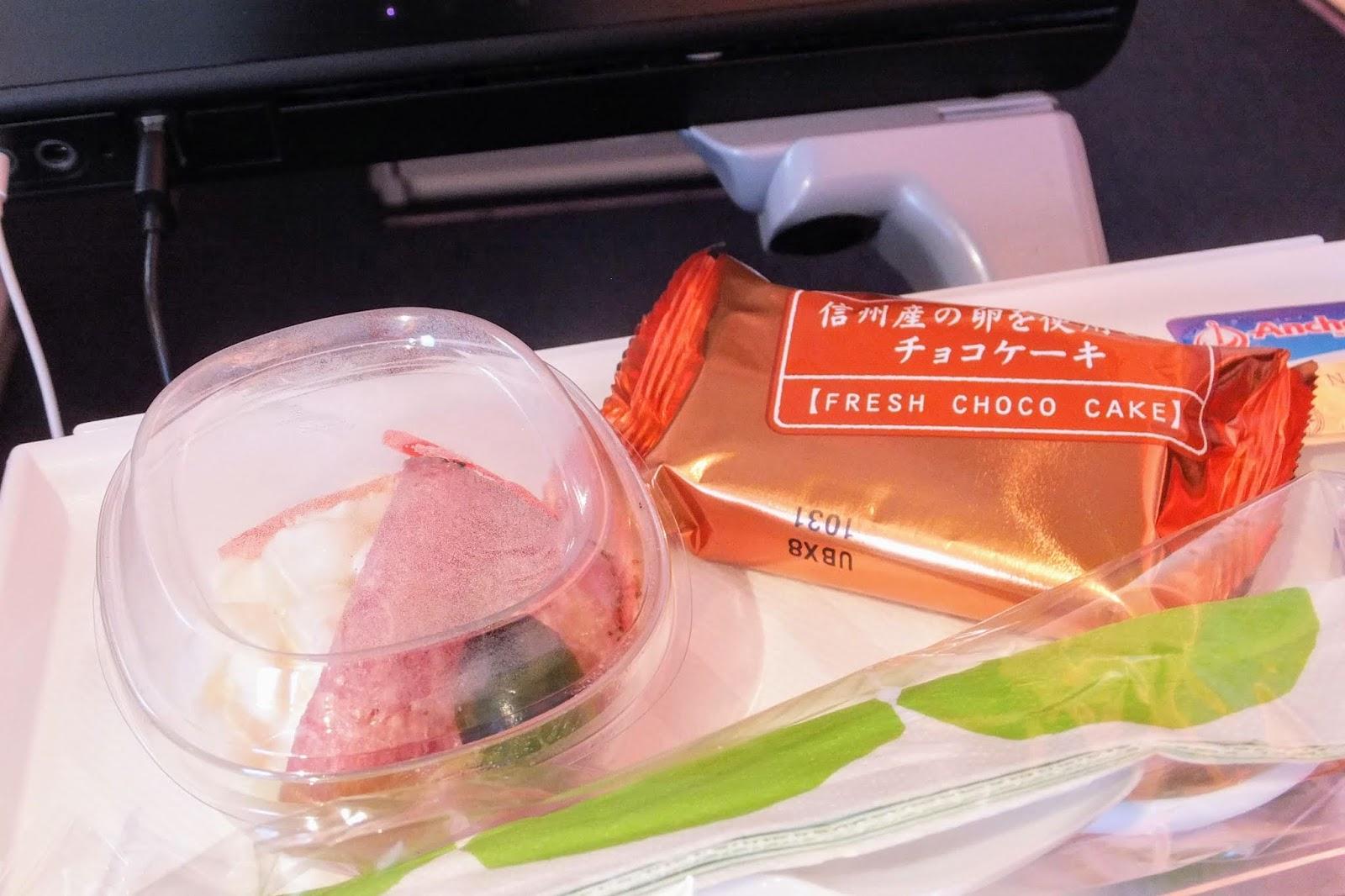 FINAIR A350-900 flight meal no.1 - cake