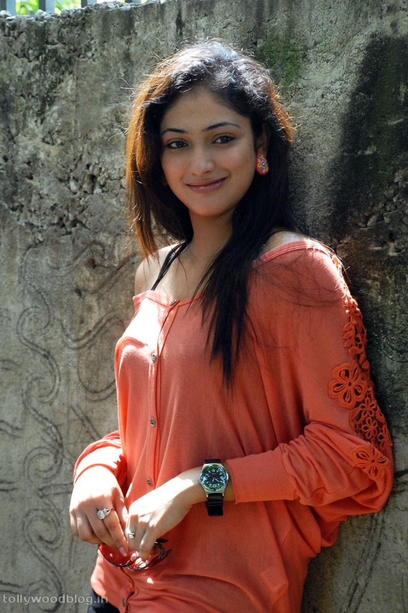 Hari Priya Latest Beautiful hot Photos Stills-HQ-Photo-1