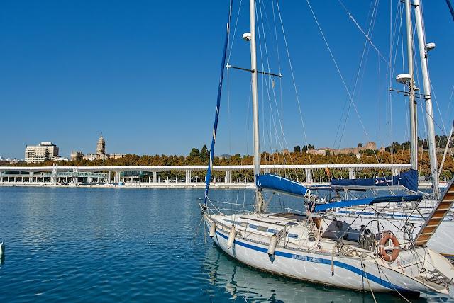 widok na port Malaga