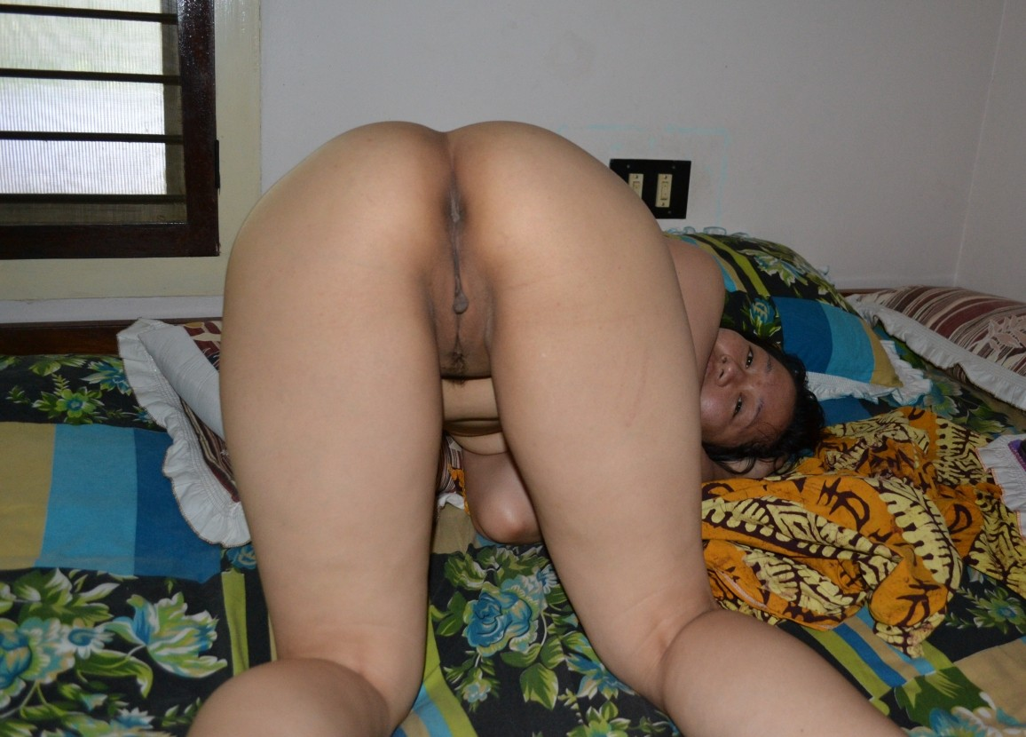 wife naked butt