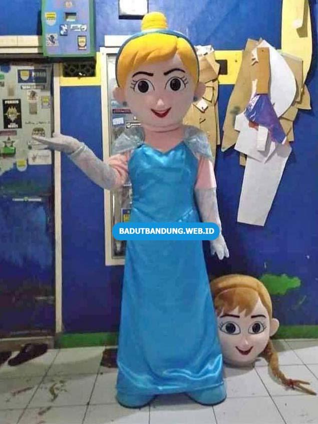 Badut Princess Disney