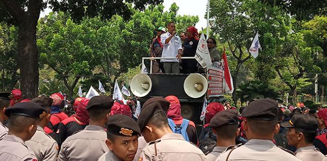 Ratusan Buruh Mulai Sesaki Area Balaikota DKI Jakarta