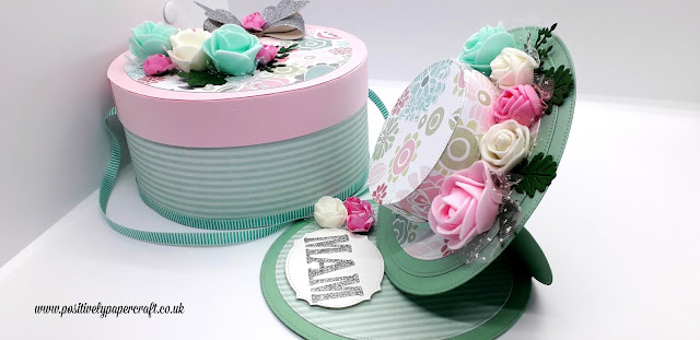 Easel Bonnet card & matching hat box