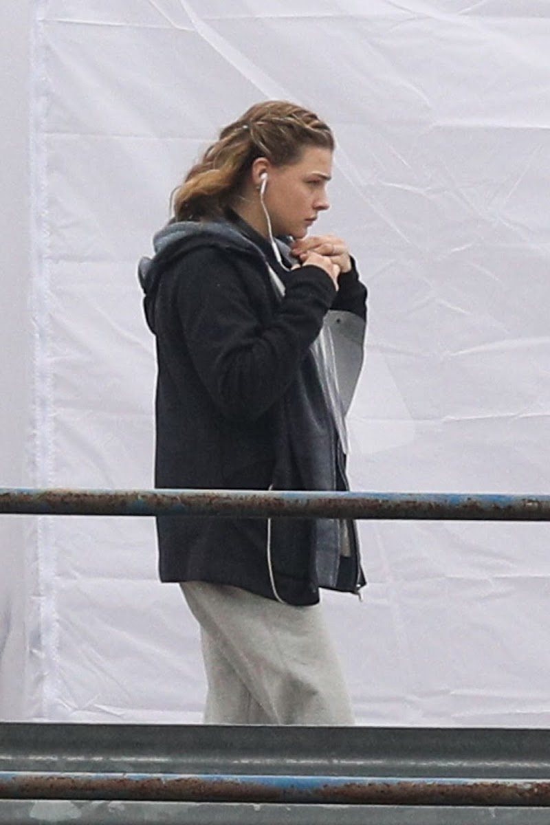 Chloë Grace Moretz Filming in East Boston 29 Oct -2020