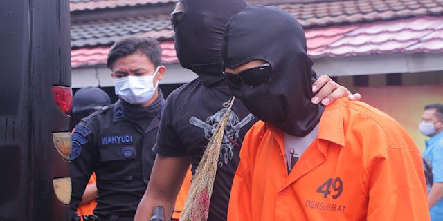 Panglima Tentara Dan Ahli Pembuat Bom Kelompok Ter*ris JI Digelandang Ke Jakarta