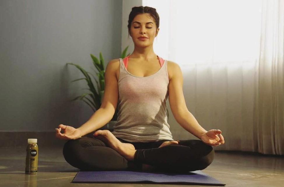 Jacqueline Fernandez yoga photo