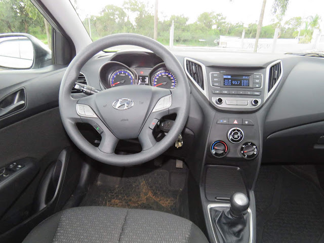 Hyundai HB20S Sedan 2016 - interior - painel