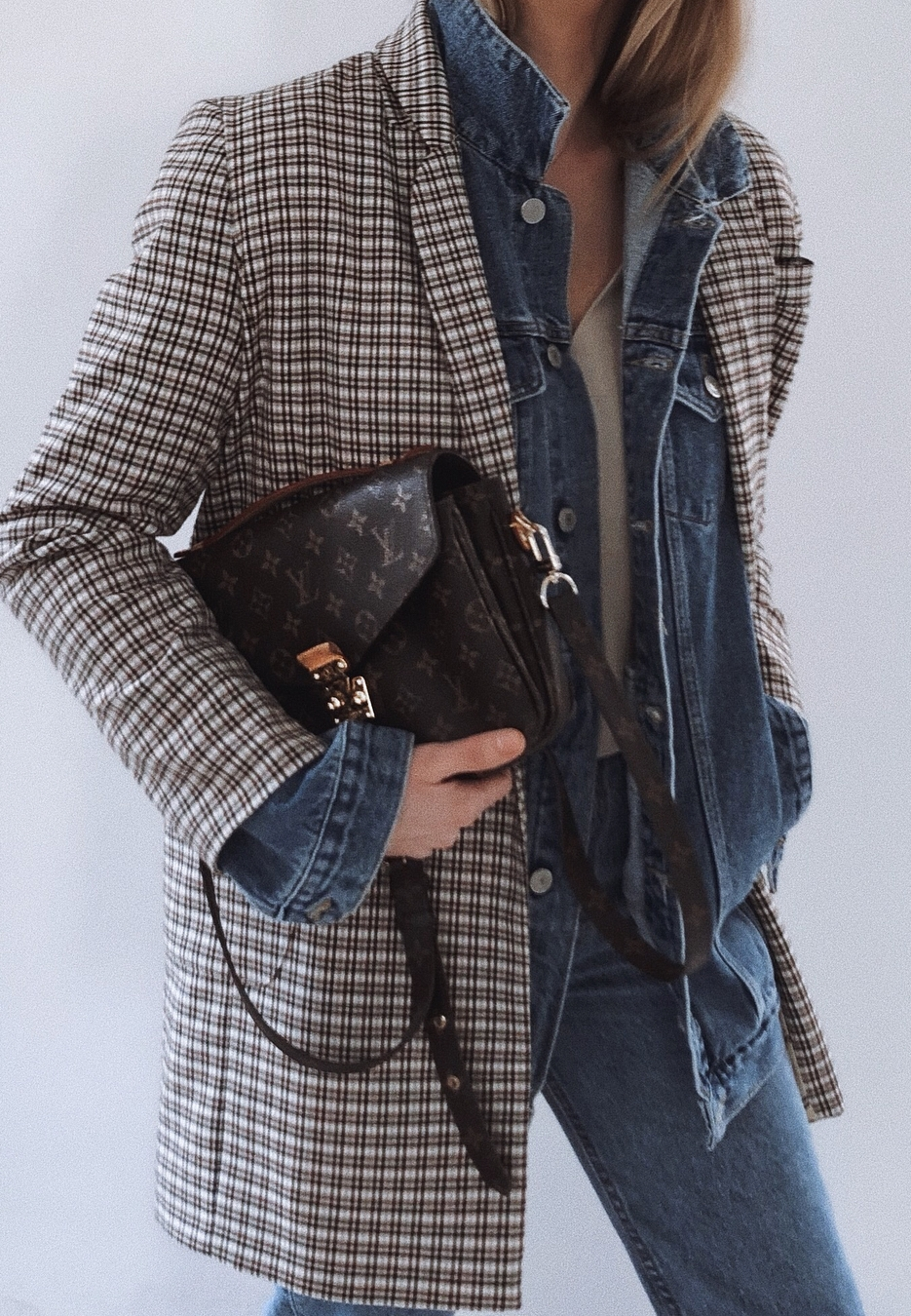 gorgeous layered outfit / plaid blazer + denim jacket + top + bag + jeans