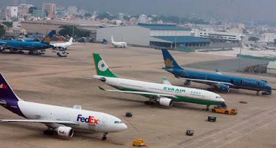 Máy bay đậu tại sân bay Tân Sơn Nhất đang bị quá tải