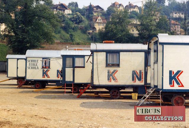 Roulottes couchette  et roulotte école du Cirque National Suisse Knie  1970