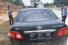 Lakalantas, Mobil Sedan Mantan Kepala Bapeda Kaltim Ringsek