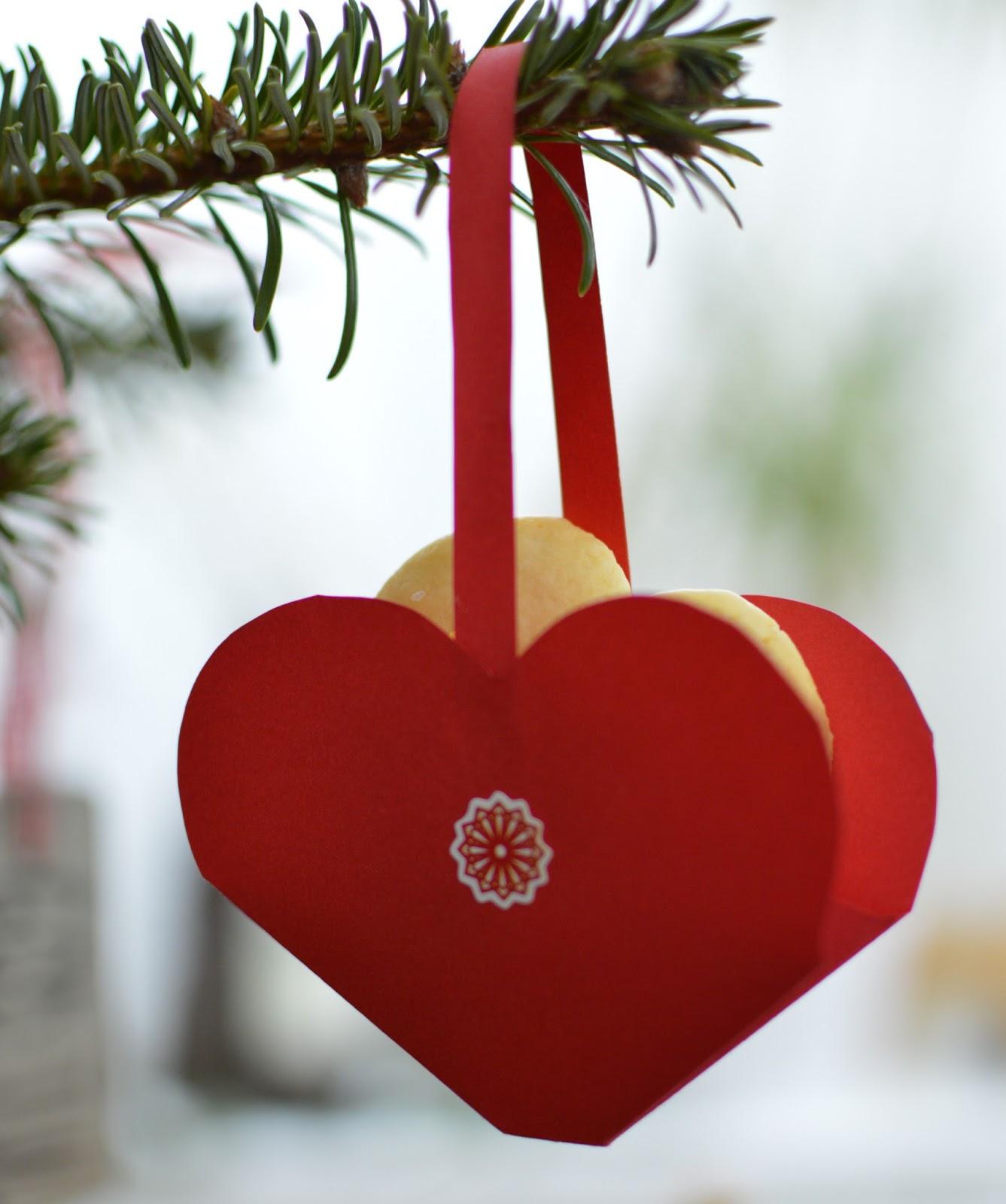 Herzen als tannenbaumschmuck zum selbermachen - Tannenbaumschmuck basteln mit kindern ...