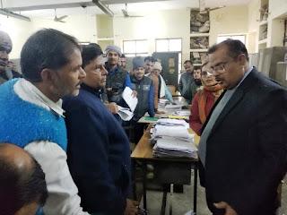 Jaunpur  कैम्पस में बीड़ी, पान, गुटखा की बिक्री नहीं होनी चाहिए  जिलाधिकारी