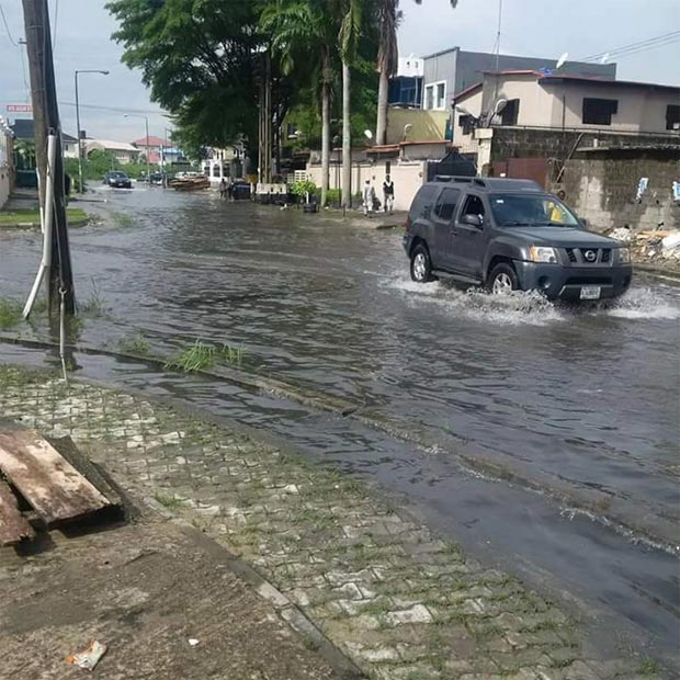 See how flood submerged a toilet in a Lekki house during rainfall
