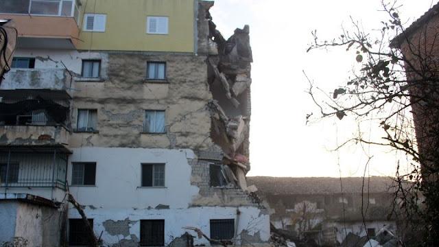 Θρήνος χωρίς τέλος: Μεγαλώνει ο αριθμός των νεκρών από τον σεισμό στην Αλβανία