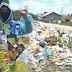 Berbaju Plastik Bekas, Warga Somasi Pemkot-DPRD Pekanbaru Terkait Sampah