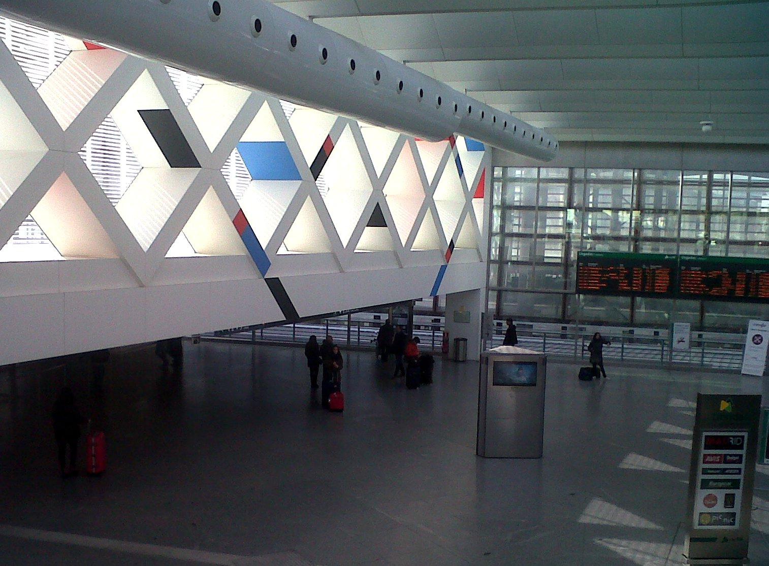 Pasi n por madrid la terminal de llegadas de la estaci n for Oficina de turismo de la comunidad de madrid