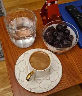Tatlı ve Kahve Önerisi: İran Hurması ve Dibek Kahvesi