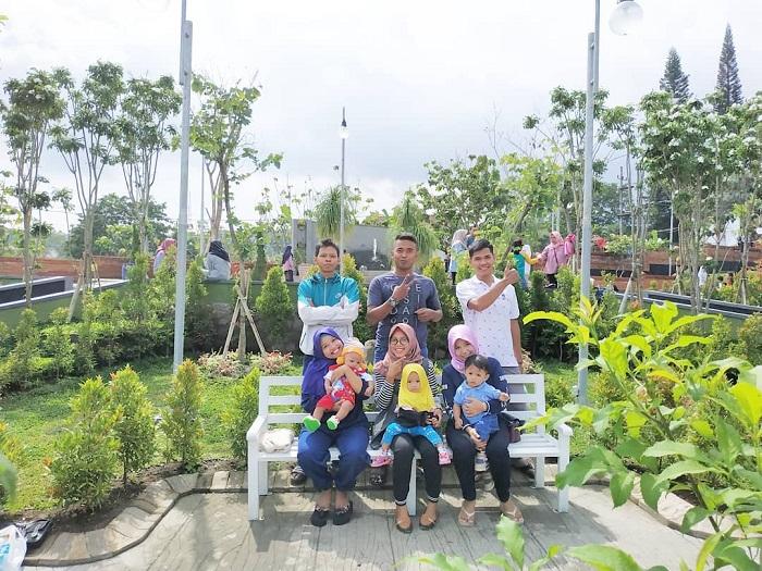 spot foto taman bunga di taman ghanjaran trawas