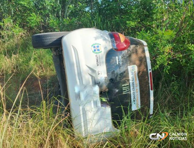 Veículo da prefeitura de Utinga desce ribanceira após colisão na BA-131 - paciente seguia para hospital de Miguel Calmon