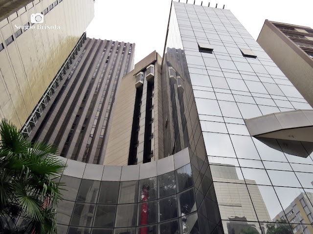 Perspectiva inferior da fachada do Edifício China Trade Center -  Bela Vista - São Paulo