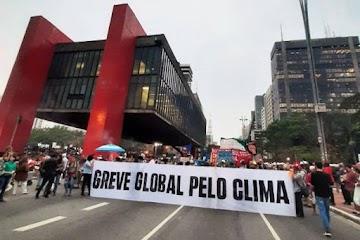 """A Burrice do """"aquecimento global"""": Manifestantes que se manifestam contra si mesmo"""