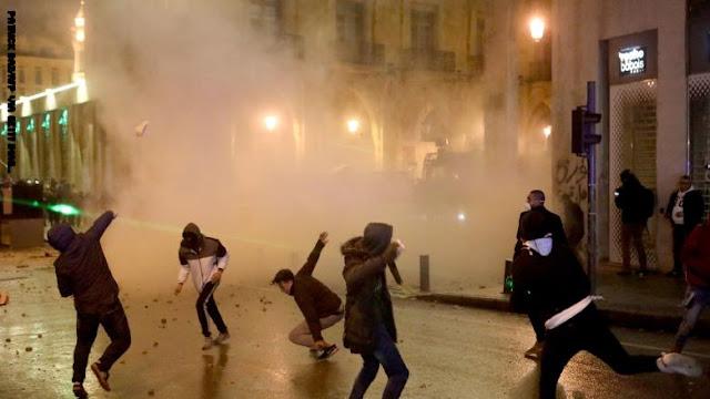 ارتفاع أعداد المصابين في اشتباكات الأحد بين قوات الأمن والمتظاهرين في بيروت إلى 90 شخصًا