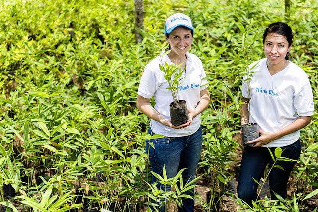 Image Attribute: Volkswagen employees Alejandra Tiscareño and Selene Velarde García support the environmental project EcoChavos /  DB2016AL02276 / Source:  Kevin Steele, Volkswagen Media Services
