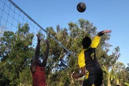 Kodim Timor Tengah Utara dan Pemuda Fafinesu Gelar Pertandingan Voli Bersama