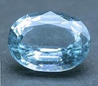 Aguamarina azul claro tallada