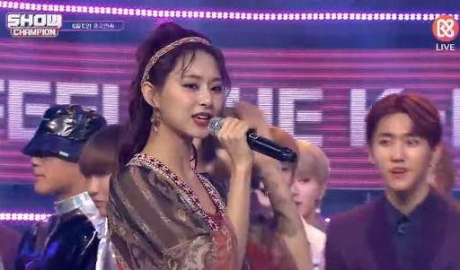 Twice'ın 'Show Champion' encore sahnesindeki canlı vokalleri eleştiri aldı
