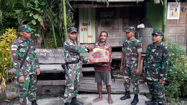 Satgas Raider 300 Beri Bantuan Sembako Kepada Masyarakat Kampung Kalilapar