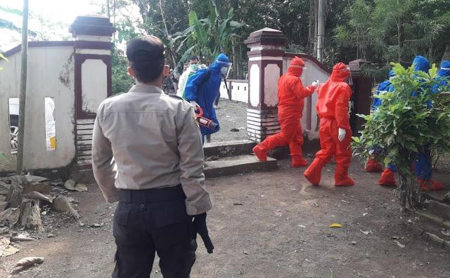 Polisi Kawal Pemakaman PDP Covid-19 Di  Kemangkon
