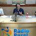 """VÍDEO - na Rádio Rural: empresário João Rafael parabeniza jornalístico com radialistas de Mari: """"vocês têm feito um trabalho excelente"""""""