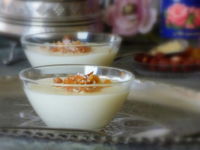 Ägyptischer Milchpudding Muhallabeya Mahalabia Pudding mit Rosenwasser