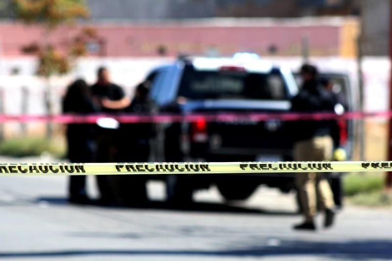 Sicarios, Tomaron del pelo a funcionaria de Chihuahua, la sacaron del coche, la hincaron y la golpearon con las cachas del arma