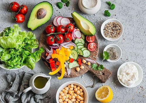 Memberi asupan makanan yang sehat