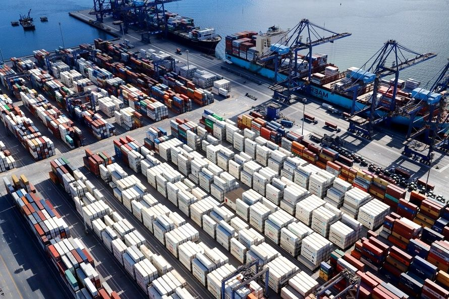 Porto de Paranaguá fecha 1º semestre com aumento em movimentação de contêineres